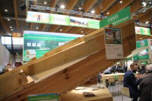 Totaaloplossing in dit geval van het dak. De dikke isolatieplaat is van houtvezel.