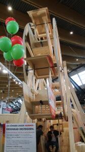 Draaimolen waarmee de firma Hammer Holzbautechnik zijn kunnen toont
